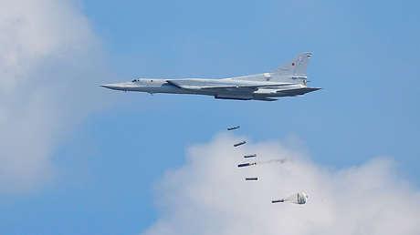 bombarderos rusos tu-22m3 atacan objetivos potenciales maniobras