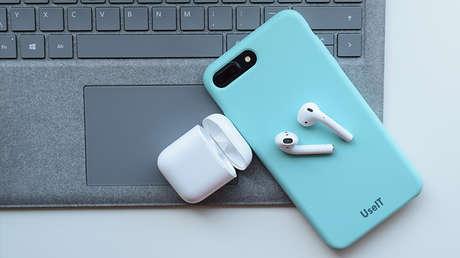 ¿Va a arruinar vidas? La función 'James Bond' para espiar a otros con auriculares de Apple