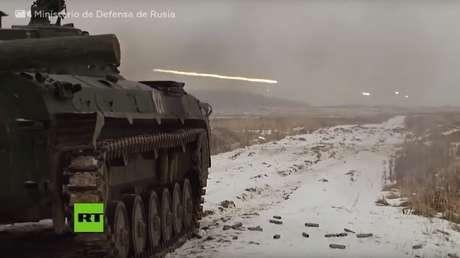 video vehículos combate rusos destruyen blancos preparación