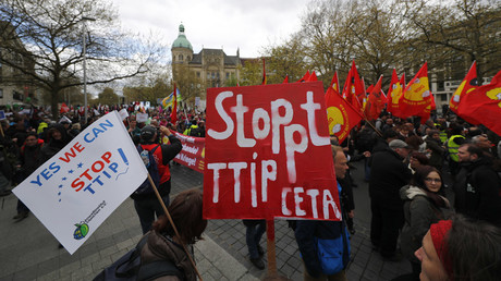 Protesters demonstrate against against Comprehensive Economic and Trade Agreement (CETA) and Transatlantic Trade and Investment Partnership (TTIP) agreements ahead of U.S. President Barack Obama's visit in Hannover, Germany © Kai Pfaffenbach
