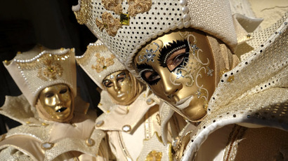 Venice bursts into life for 2014 carnival