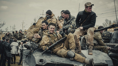 Ukrainian troops uneasy at fighting locals in Kramatorsk