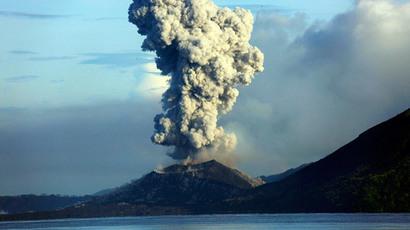 Tavurvur volcano erupts in Papua New Guinea