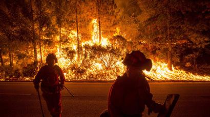 Hundreds flee wildfires raging in California