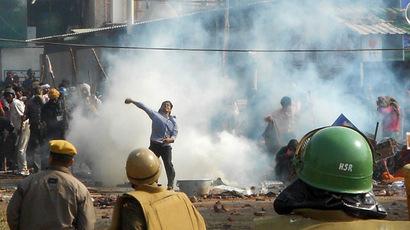 India ashram clashes leave hundreds injured