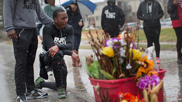 Tensions flare as Ferguson waits on grand jury decision