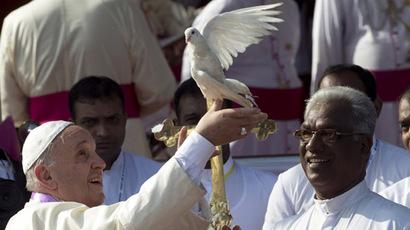 Hundreds of thousands greet Pope Francis in Sri Lanka