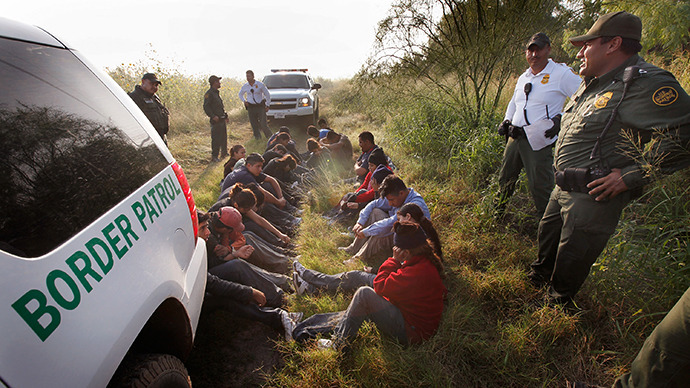 Border Patrol agents detain undocumented immigrants apprehended near the Mexican border. (AFP Photo / Scott Olson)