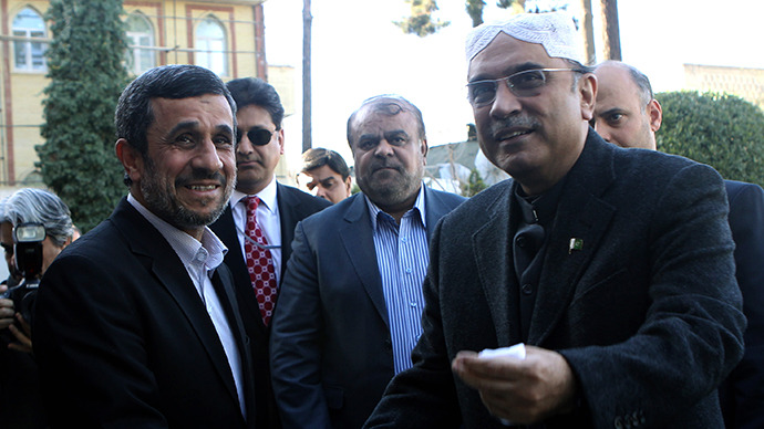 Iran's President Mahmoud Ahmadinejad (L) shakes hands with Pakistan's President Asif Ali Zardari upon his arrival for a meeting on February 27, 2013 in the Iranian capital Tehran. (AFP Photo / Atta Kenare)