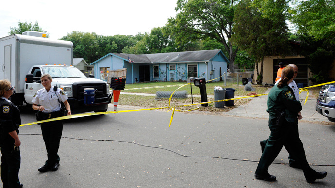 Hillsborough County Sheriff's deputies secure the scene surrounding a home where a sinkhole opened up and swallowed a man in Seffner, Florida, March 1, 2013 (Reuters / Brian Blanco)
