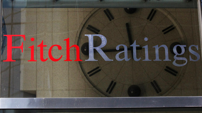 A clock is seen inside the lobby of the headquarters of Fitch Ratings headquarters in New York, February 6, 2013.  (Reuters/Brendan McDermid)