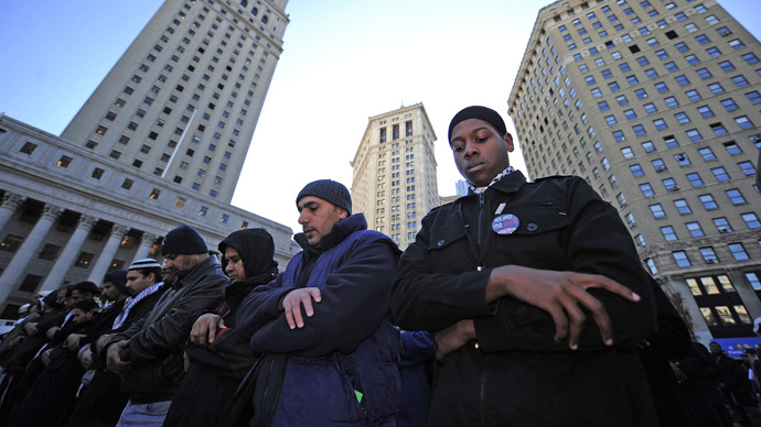 Muslims perform Friday prayers on Foley Square in New York (AFP Photo / Emmanuel Dunand)