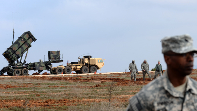 US soldiers stand near a Patriot missile system (AFP Photo / Bulent Kilic)