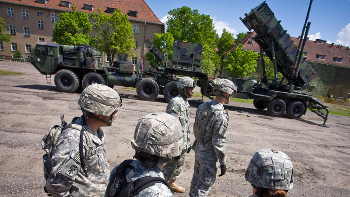 US soldiers stand in front of a Patriot missile battery at an army base in the northern Polish town of Morag (AFP Photo / Wojtek Rodwanki)