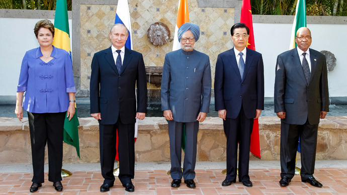 Brazilian President Dilma Roussef(L to R), Russian President Vladimir Putin, Indian Prime Minister Manmohan Singh, Chinese President Hu Jintao and South African President Jacob Zuma pose during a BRICS's Presidents meeting in Los Cabos, Baja California, Mexico on June 18, 2012 before the opening of the G20 leaders Summit (AFP Photo / HO)