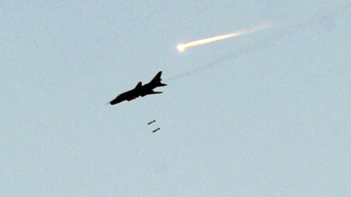 A Syrian army fighter jet (AFP Photo/Bulent Kilic)