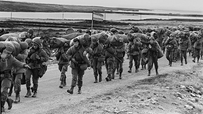 Argentine soldiers are seen 13 April 1982 in their way to occupy the captured Royal Marines base in Puerto Argentino/Port Stanley, a few days after the Argentine military dictatorship seized the islands Malvinas/Falklands, starting a war between the Argentina and the United Kingdom.(AFP Photo / Daniel Garcia)