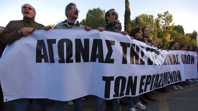 Bank workers shout slogans during a protest outside Cyprus presidential palace in Nicosia on March 23, 2013. (AFP Photo / Patrick Baz)