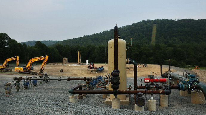 Equipment used for the extraction of natural gas is viewed at a hydraulic fracturing site on June 19, 2012 in South Montrose, Pennsylvania. (AFP Photo / Spencer Platt)