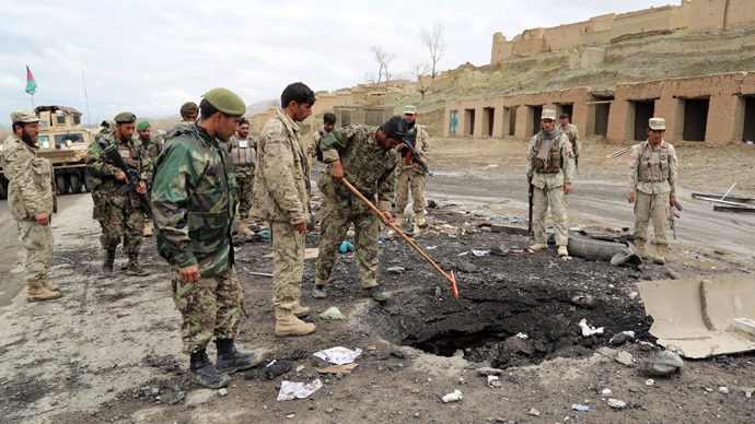 Afghanistan security forces investigate the site of a roadside bomb blast in Saidabad district of Wardak province on April 8, 2013 (AFP Photo / Rahmatullah Alizad)