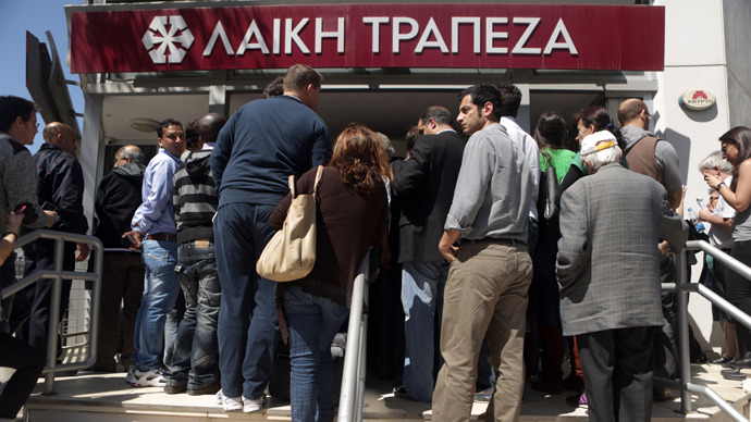 People queue up outside a Laiki bank branch in the Cypriot capital, Nicosia (AFP Photo / Patrick Baz)