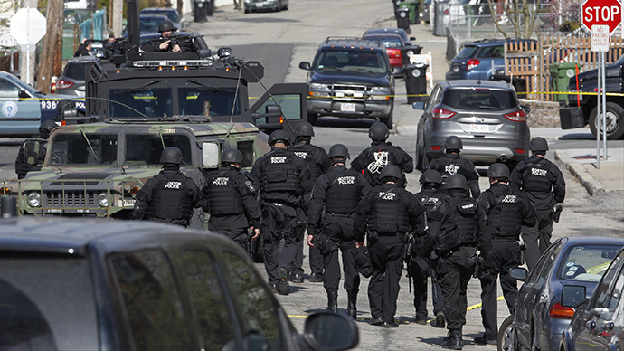 Police officers search homes for the Boston Marathon bombing suspects in Watertown, Massachusetts April 19, 2013. (Reuters / Jessica Rinaldi)