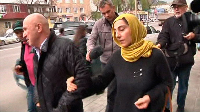 Journalists chase Zubeidat Tsarnaeva, mother of Boston bombing suspects Dzhokhar and Tamerlan Tsarnaev, in Makhachkala in this image from an April 23, 2013 video footage (Reuters / Reuters TV)