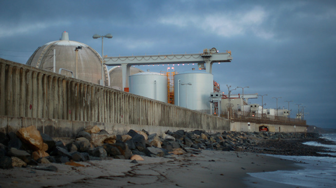Ocean waves come ashore near the San Onofre Nuclear Generating Station along San Onofre State Beach south of San Clemente, California (AFP Photo / David McNew)