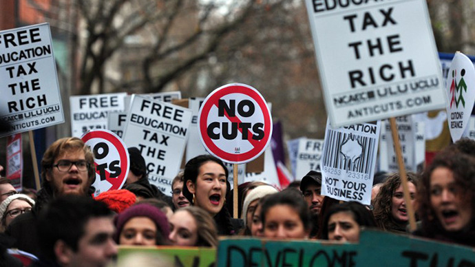 Demonstrators chant slogans during a student rally in central London on November 21, 2012 against sharp rises in university tuition fees, funding cuts and high youth unemployment. (AFP Photo / Carl Court)