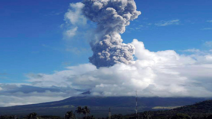 Ash rises after a mild eruption of Mayon Volcano in Legazpi city in central Philippines May 7, 2013. (Reuters/Rhaydz Barcia)