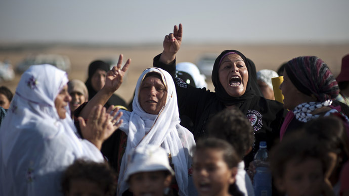 Bedouin women shout slogans during a protest in the Israeli Negev desert (AFP Photo)