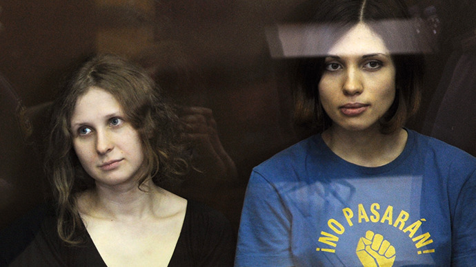 The members of the Pussy Riot punk band Maria Alyokhina and Nadezhda Tolokonnikova during the announcement of the verdict on their case at Moscow's Khamovniki Court on August 17, 2012. (RIA Novosti / Aleksandr Utkin)