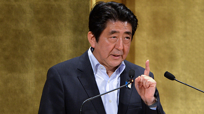 Japanese Prime Minister Shinzo Abe delivers a speech at a hotel in Tokyo on June 5, 2013. (AFP Photo / Yoshikazu Tsuno)