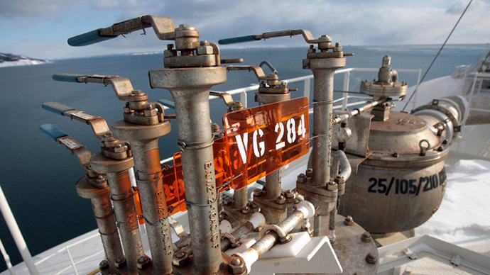 Control valves are seen on the tanker pipeline dock at the liquefied natural gas (LNG) plant near Korsakov on Sakhalin island. (AFP Photo / Natalia Kolesnikova)