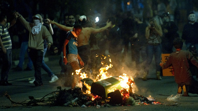 Students make a bonfire during a demonstration in downtown Sao Paulo, Brazil on June 13, 2013, against a recent rise in public bus and subway fare from 3 to 3.20 reais (1.50 USD). (AFP Photo/Nelson Almeida)