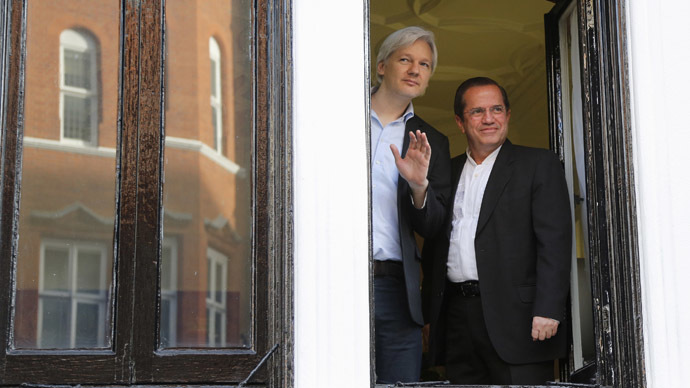 WikiLeaks founder Julian Assange waves from a window with Ecuador's Foreign Affairs Minister Ricardo Patino (R) at Ecuador's embassy in central London June 16, 2013. (Reuters / Chris Helgren)