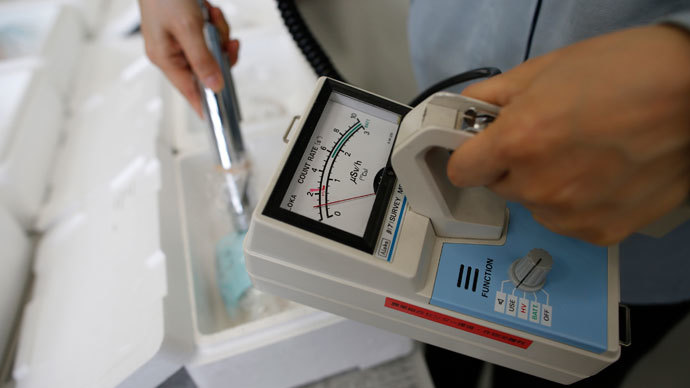 A laboratory technician uses a Geiger counter.(Reuters / Issei Kato)