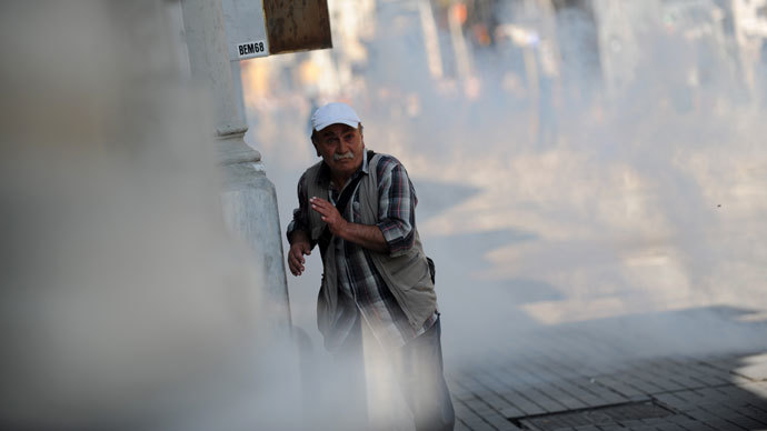 A protestor tries to escape from tear gas in Istanbul, on June 16, 2013.(AFP Photo / Bulent Kilic)