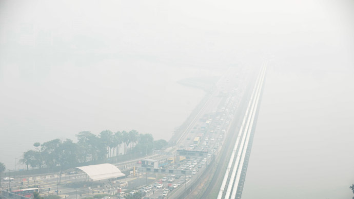 A general view of the causeway from Singapore to Johor Bahru (background) is obscured by haze on June 21, 2013. (AFP Photo)