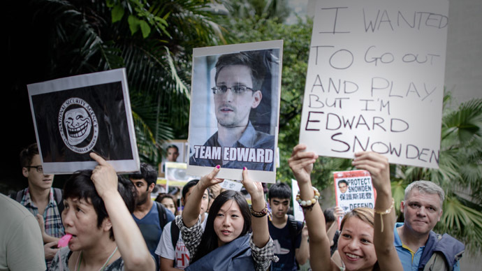 Protesters hold placards as they march to the US consulate in support of Edward Snowden from the US in Hong Kong on June 15, 2013. (AFP Photo/Philippe Lopez)