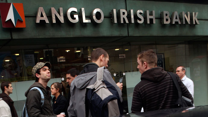 Pedestrians walk past the Anglo Irish Bank head offices, in Belfast.(Reuters / Cathal McNaughton)