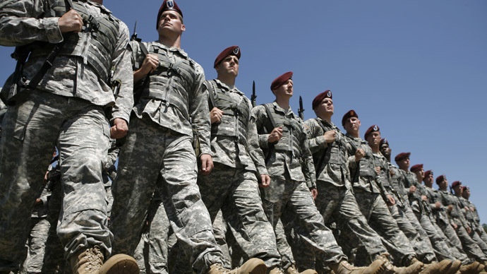 Soldiers of the 82nd Airborne march at Fort Bragg, North Carolina (Reuters/Kevin Lamarque )