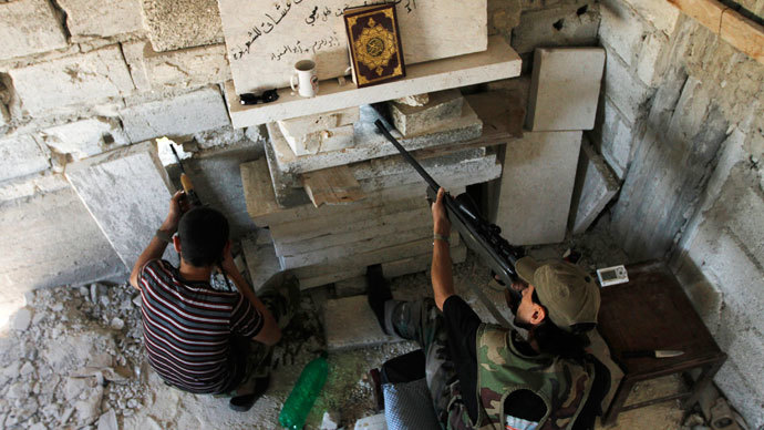 Members of the Free Syrian Army aim their weapons as they take up a defensive position in Aleppo's Salaheddine district June 25, 2013.(Reuters / Hamid Khatib)