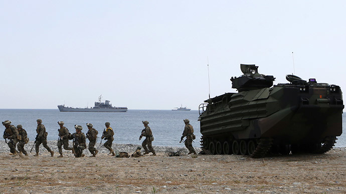 Marines of the U.S. Marine Corps take part in a practice for a joint landing operation drill (Reuters / Lee Jae Won)