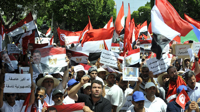 Tunisians rally to show their support for the ousted Egyptian president along Habib Bourguiba Avenue on July 13, 2013, in Tunis (AFP Photo / Fethi Belaid)