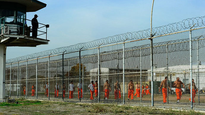 California Department of Corrections officer looks on inmates (AFP Photo / Getty Images / Kevork Djansezian)