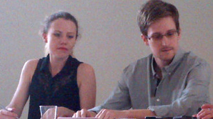 Picture released by Human Rights Watch shows US National Security Agency (NSA) fugitive leaker Edward Snowden (R) during a meeting with rights activists, with among them Sarah Harrison of WikiLeaks (L), at Moscow's Sheremetyevo airport, on July 12, 2013.(AFP Photo / Human Rights Watch)
