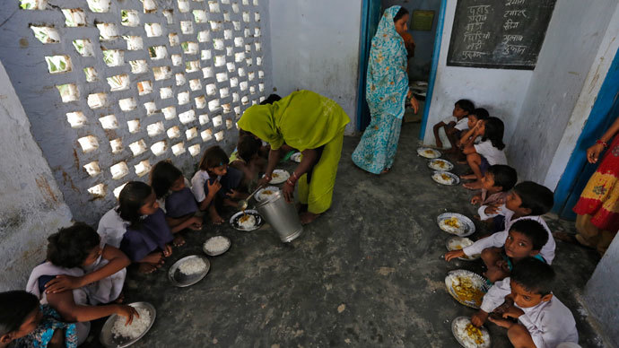 A cook serves the free mid-day meal, distributed by a government-run primary school, to children at Brahimpur village in Chapra district of the eastern Indian state of Bihar July 19, 2013.(Reuters / Adnan Abidi)