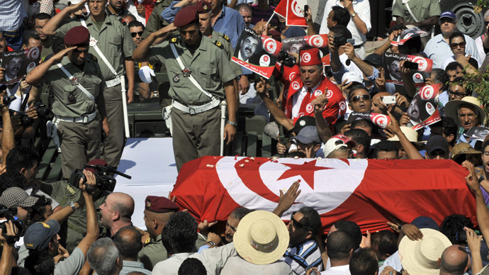 Tunisian soldiers salute as they load the coffin of assassinated opposition leader Mohamed Brahmi during his funeral procession on July 27, 2013 in Tunis.  (AFP Photo/Fethi Belaid)
