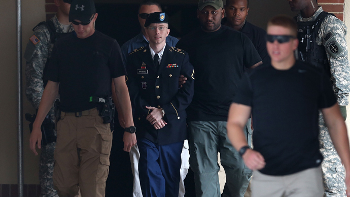 U.S. Army Private First Class Bradley Manning (C) (AFP Photo)